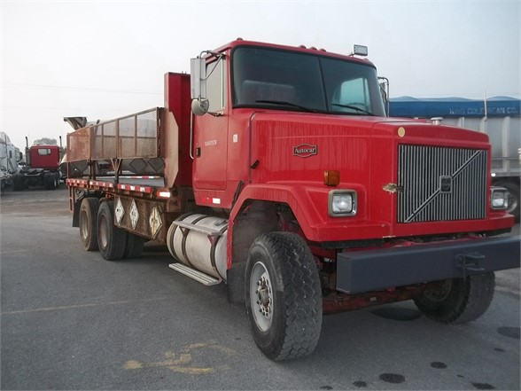 1999 VOLVO ACL64 Flatbed Truck