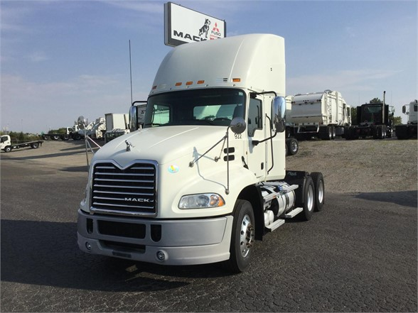 USED 2013 MACK PINNACLE CXU613 DAYCAB TRUCK #601143