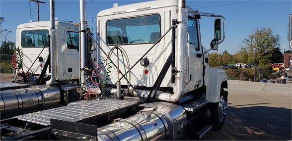 USED 2014 MACK PINNACLE CHU613 DAYCAB TRUCK #601150-