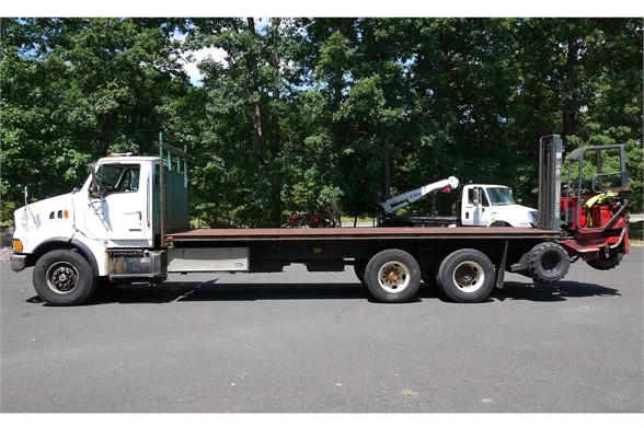 2003 STERLING LT9500 Flatbed Truck