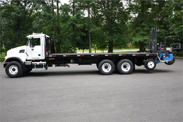 2006 MACK GRANITE CV713 Flatbed Truck