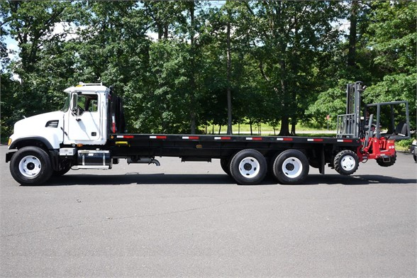 2005 MACK GRANITE CV713 Flatbed Truck