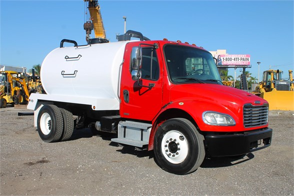 2011 FREIGHTLINER BUSINESS CLASS M2 106 Septic Tank Truck