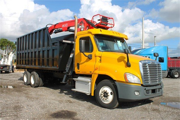 2011 FREIGHTLINER CASCADIA 125 Grapple Truck