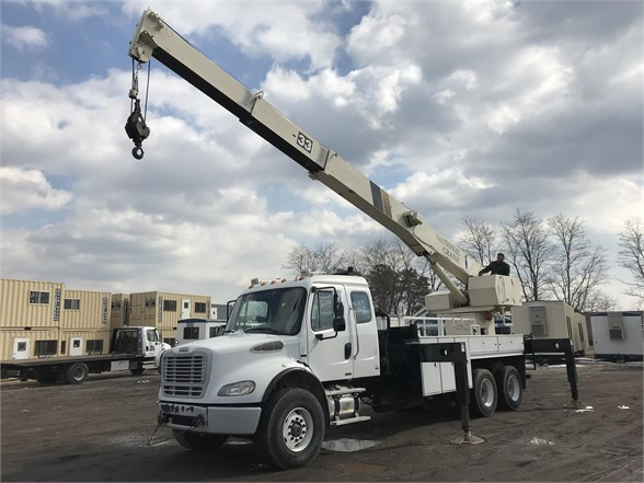 USED 2005 NATIONAL 800C BUCKET BOOM TRUCK #625862