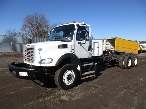 USED 2011 NATIONAL 456B BUCKET BOOM TRUCK #644096