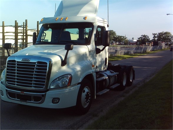 2013 FREIGHTLINER CASCADIA 125 DAYCAB 592233 Daycab