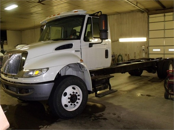 2014 INTERNATIONAL 4400 Cab Chassis Truck
