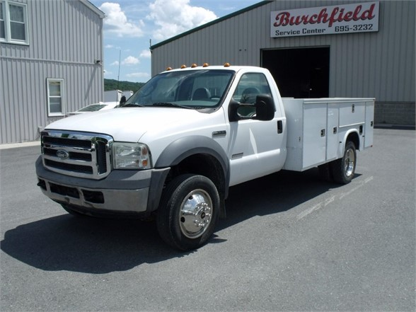2005 FORD F550 SD Flatbed Truck