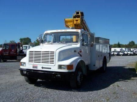 1998 INTERNATIONAL 4700 BUCKET BOOM TRUCK #516689