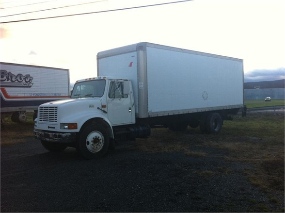 1999 INTERNATIONAL 4700 Moving Truck