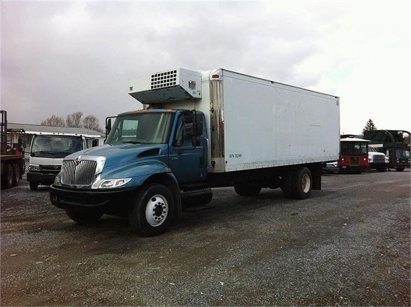 2002 INTERNATIONAL 4300 Reefer Truck
