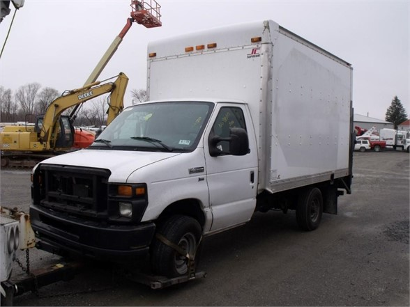 2011 FORD E350 Moving Truck