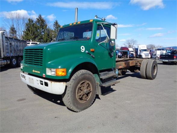 1992 INTERNATIONAL 4900 Cab Chassis Truck