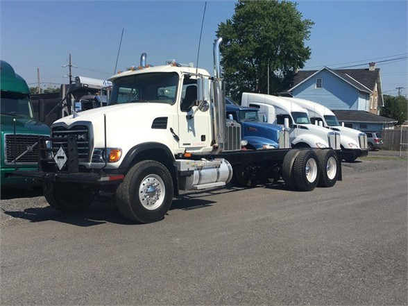 2007 MACK GRANITE CV713 Flatbed Truck
