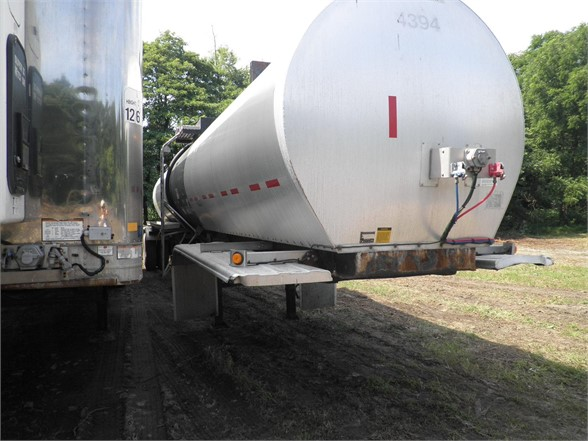 2006 LBT  OIL TANKER TRAILER 552444 Oil Tanker Trailer