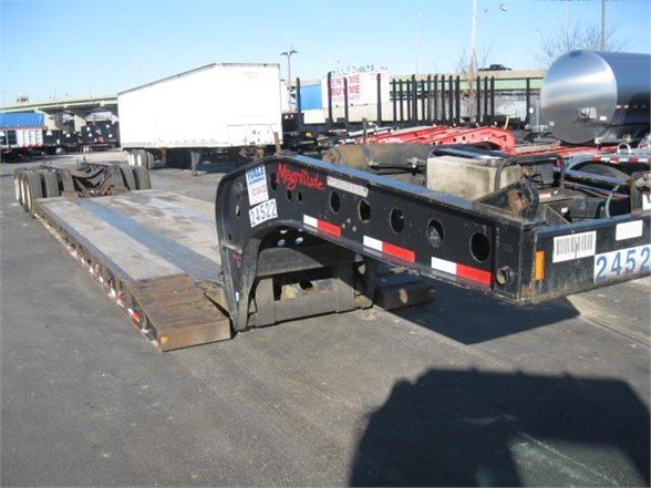 2011 FONTAINE MX55 29' - 50' EXT Lowboy Trailer