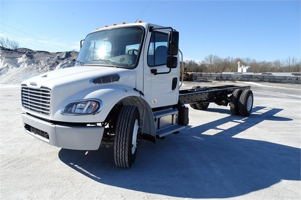 NEW 2019 FREIGHTLINER M2 106 CAB CHASSIS TRUCK #615890