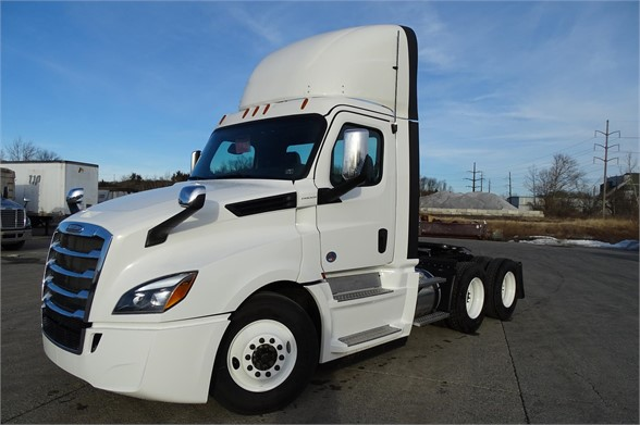 NEW 2019 FREIGHTLINER CASCADIA 126 DAYCAB TRUCK #615893